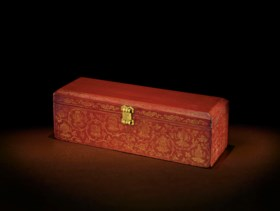 A RARE QIANGJIN-DECORATED RED-LACQUERED RECTANGULAR SUTRA BO