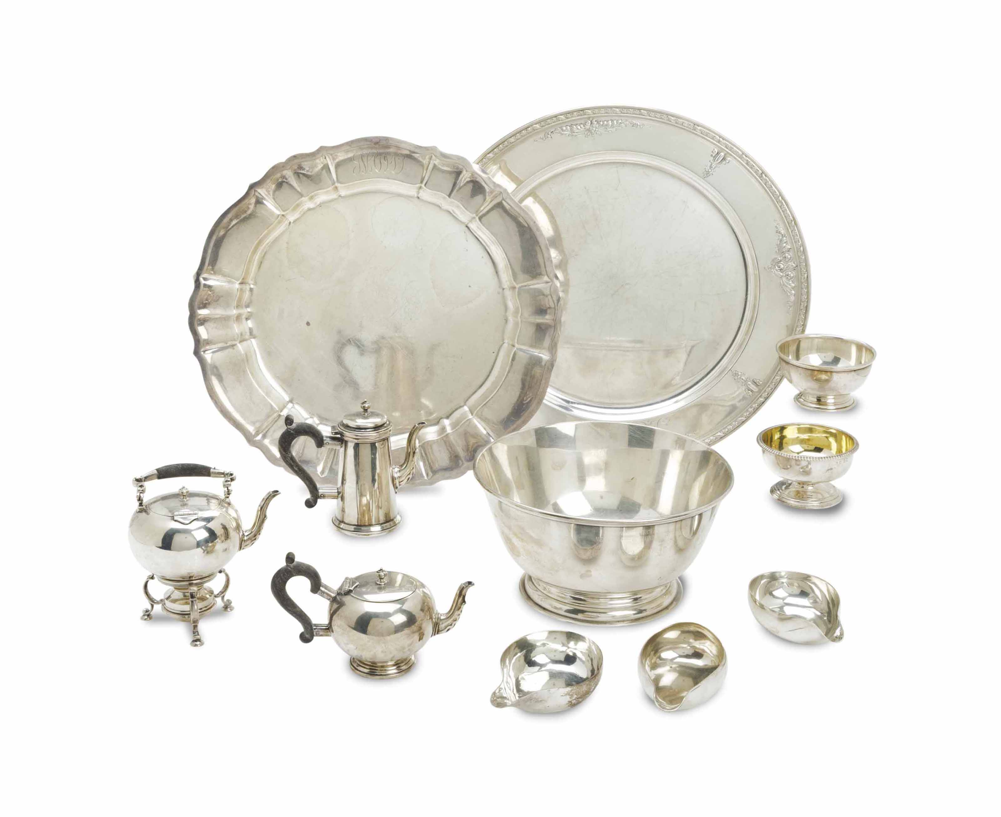 A GROUP OF ENGLISH AND AMERICAN SILVER TABLE SERVING WARES,