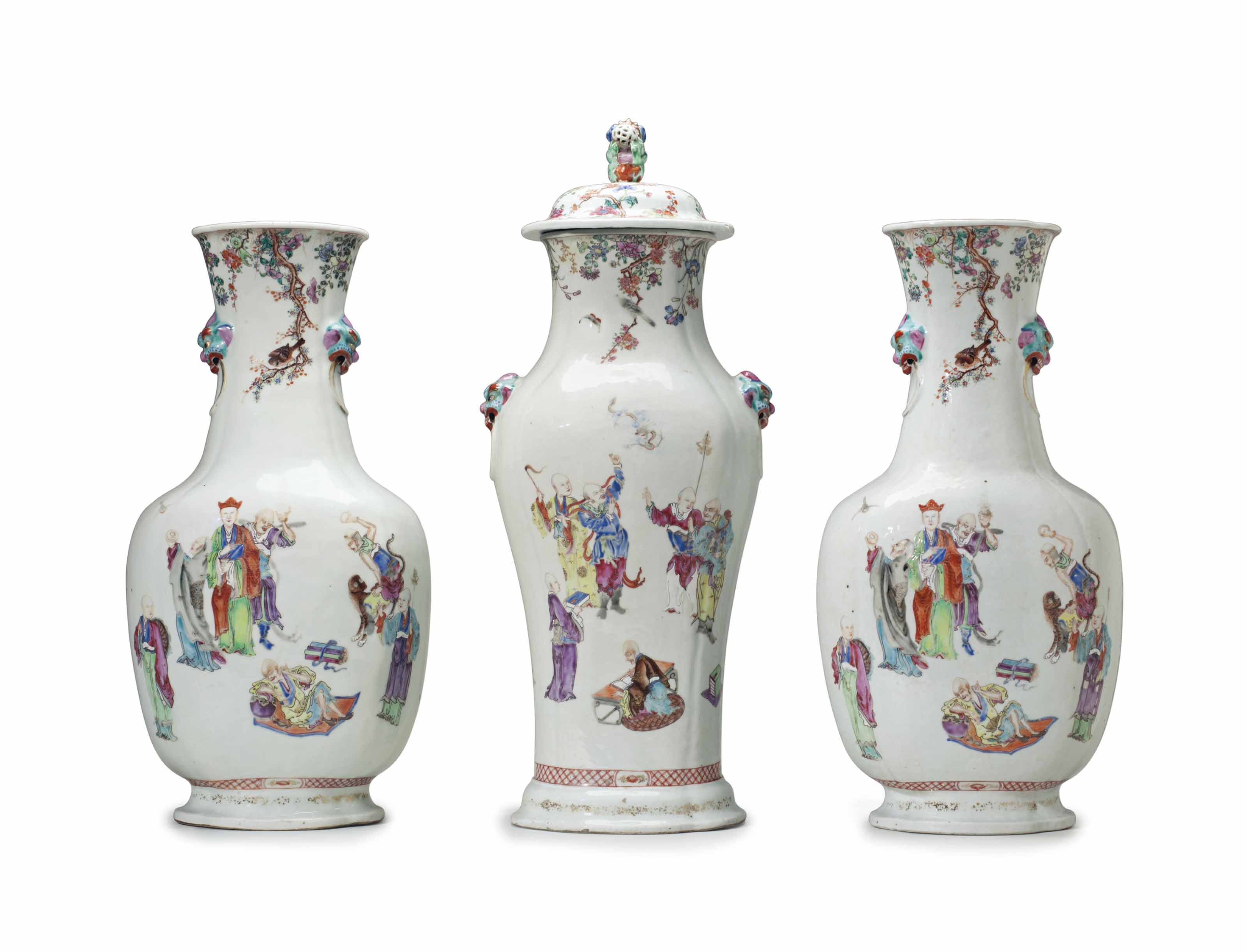 A VERY LARGE THREE-PIECE FAMILLE ROSE GARNITURE