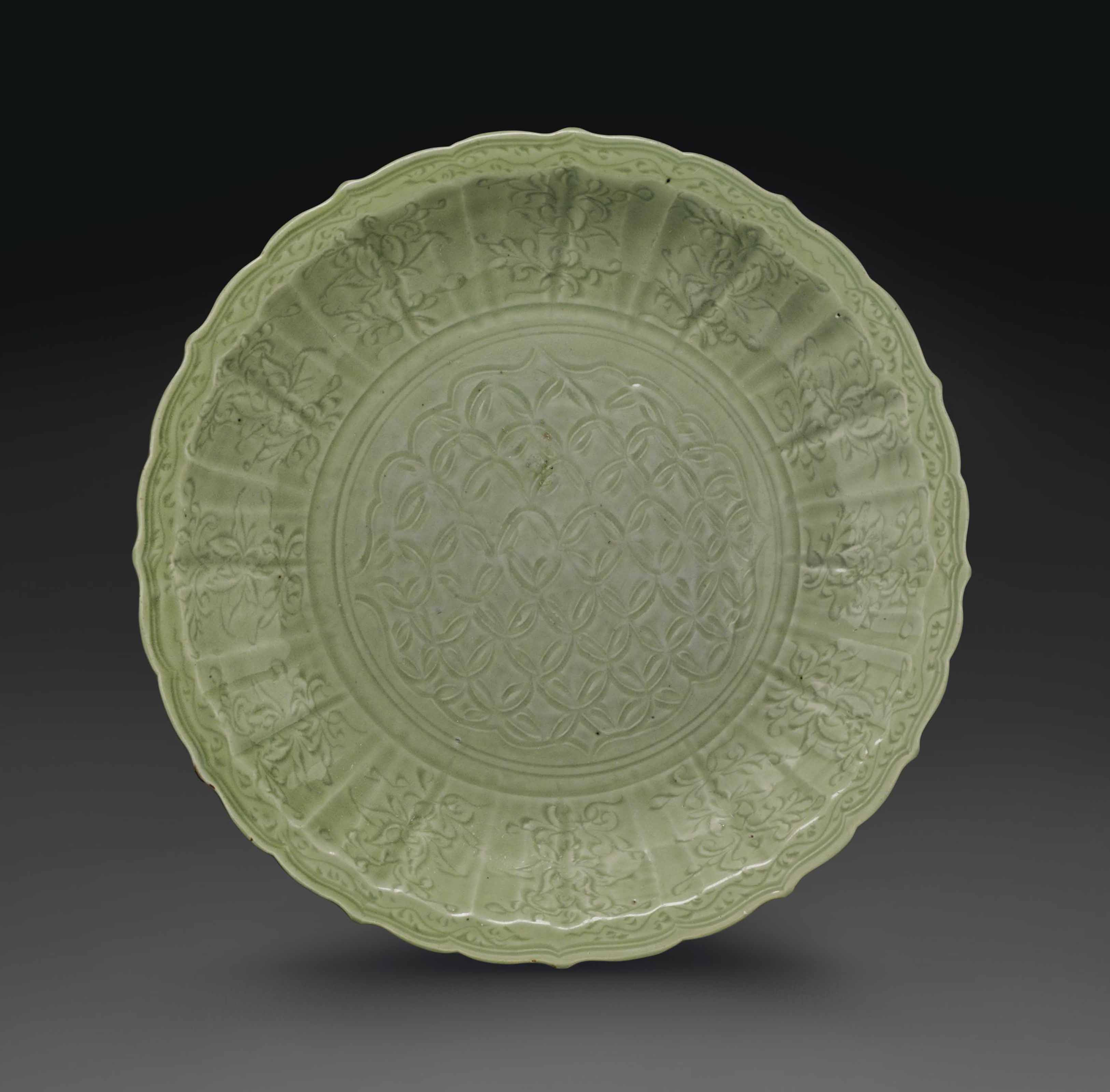 A LARGE CARVED LONGQUAN CELADO