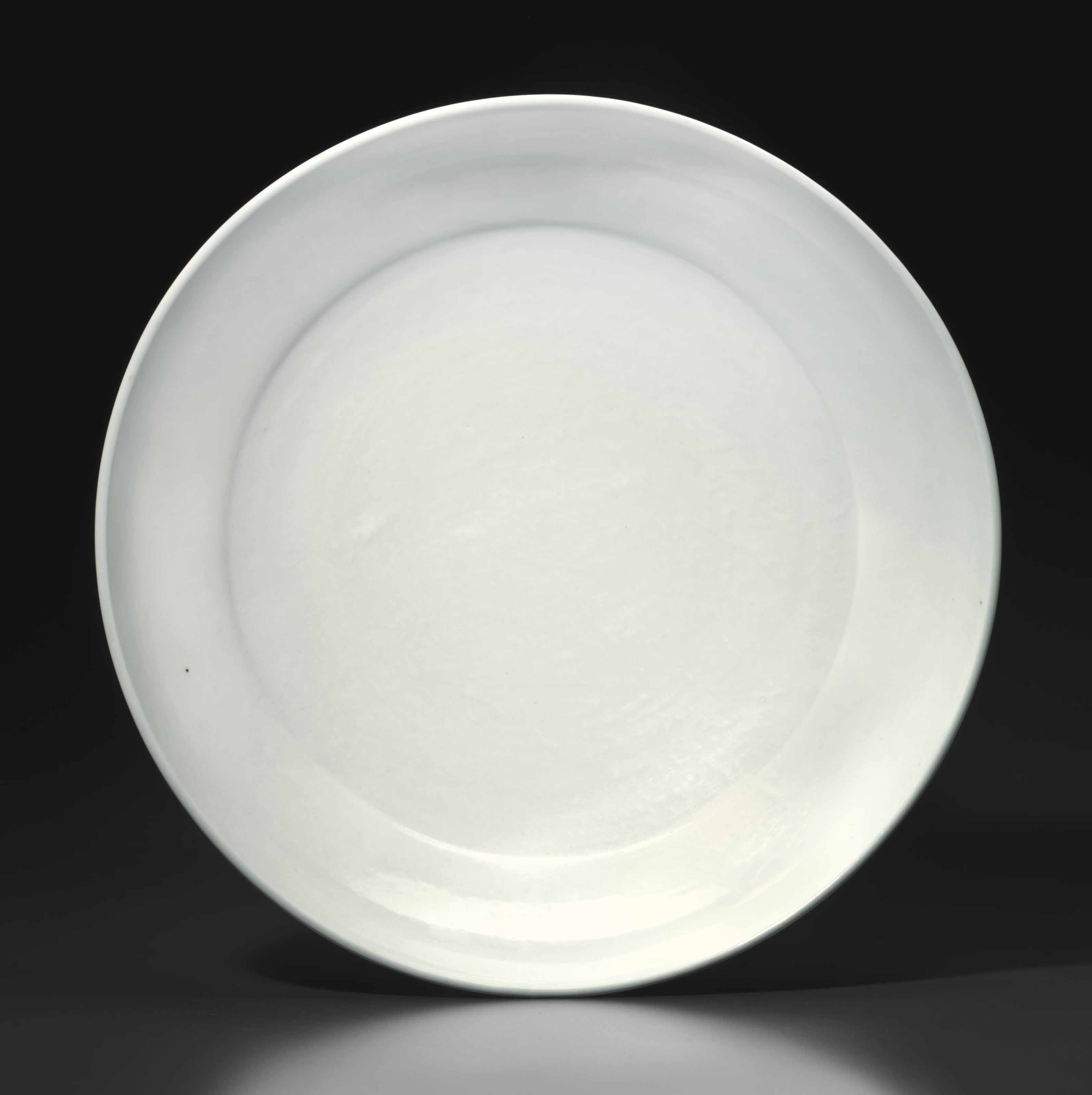 A LARGE WHITE-GLAZED PORCELAIN