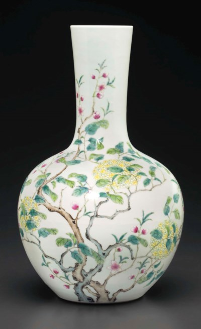 A FAMILLE ROSE BOTTLE VASE
