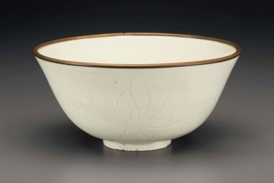 AN UNUSUAL DINGYAO CARVED BOWL