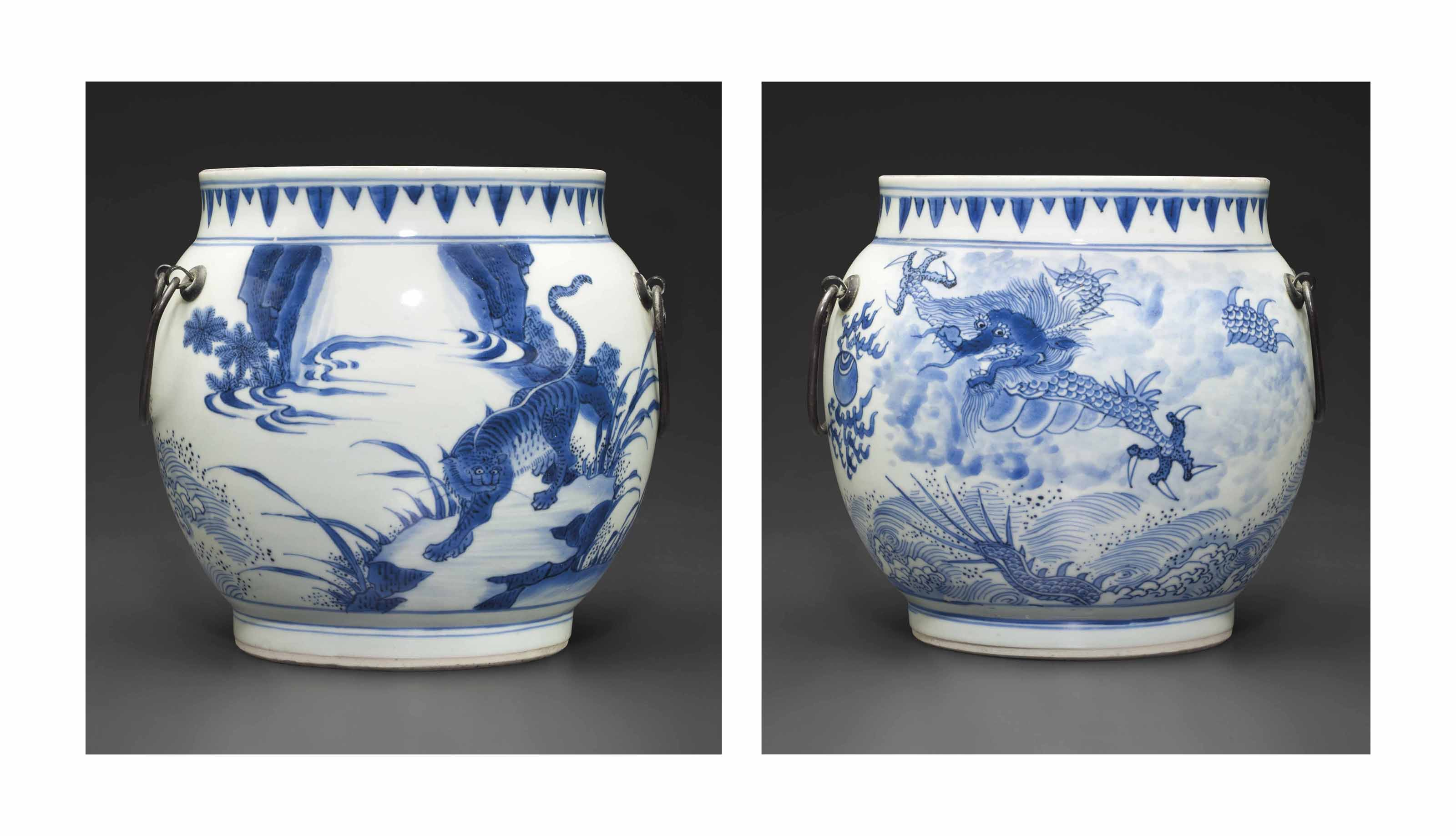 A BLUE AND WHITE 'DRAGON AND T