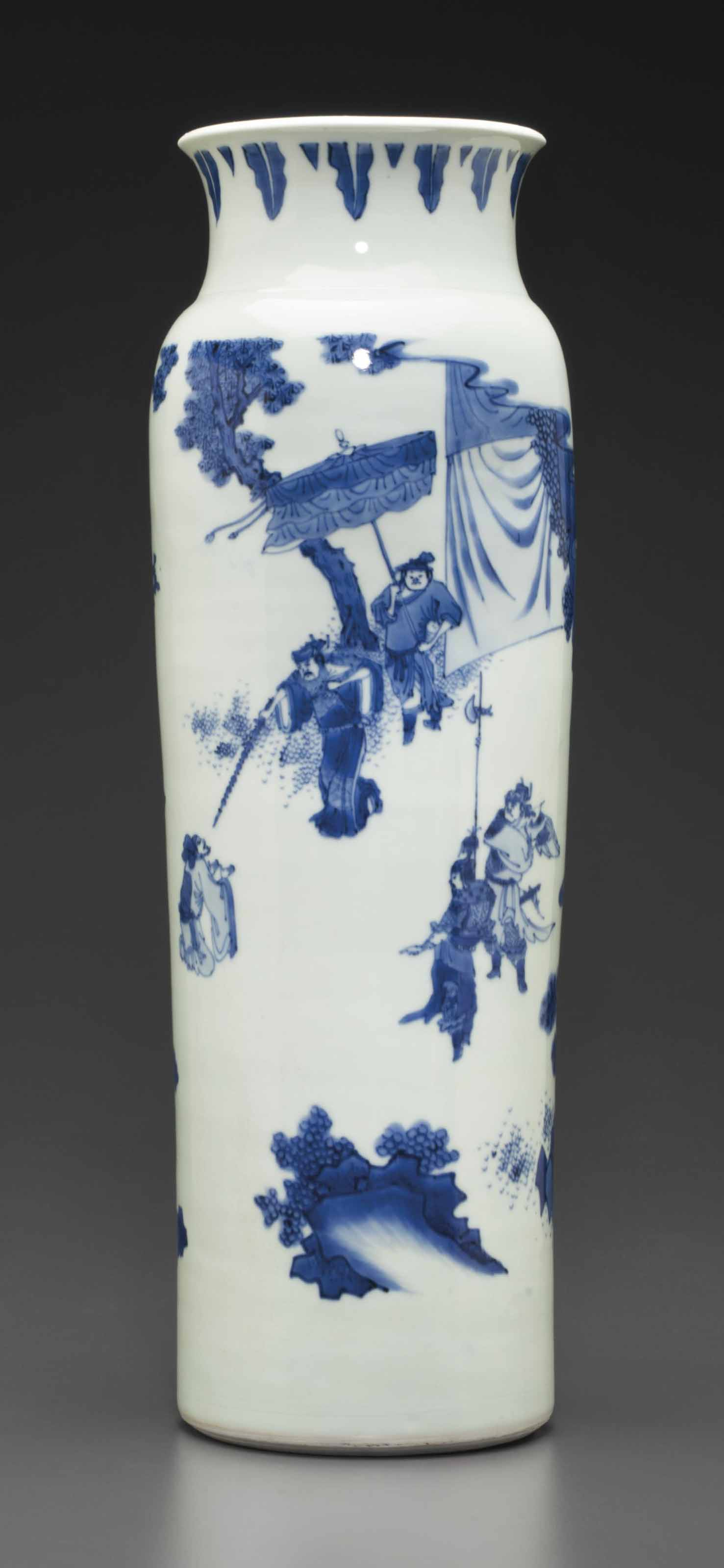 A BLUE AND WHITE SLEEVE VASE