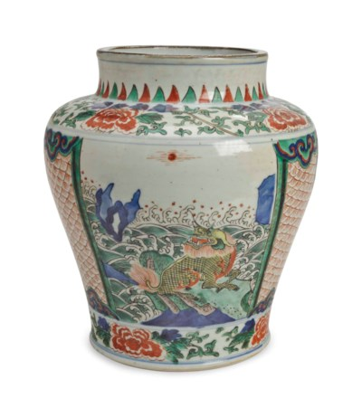 A CHINESE WUCAI BALUSTER VASE,