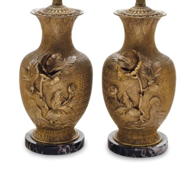 A PAIR OF CHINESE GILT METAL V