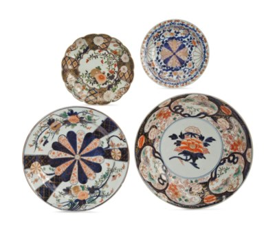 FOUR JAPANESE IMARI PLATTERS,