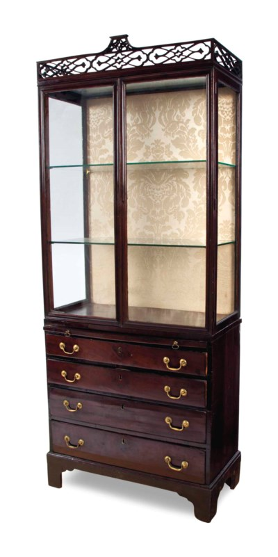 AN ENGLISH MAHOGANY VITRINE CA