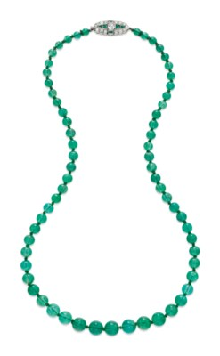 AN ART DECO EMERALD BEAD AND D