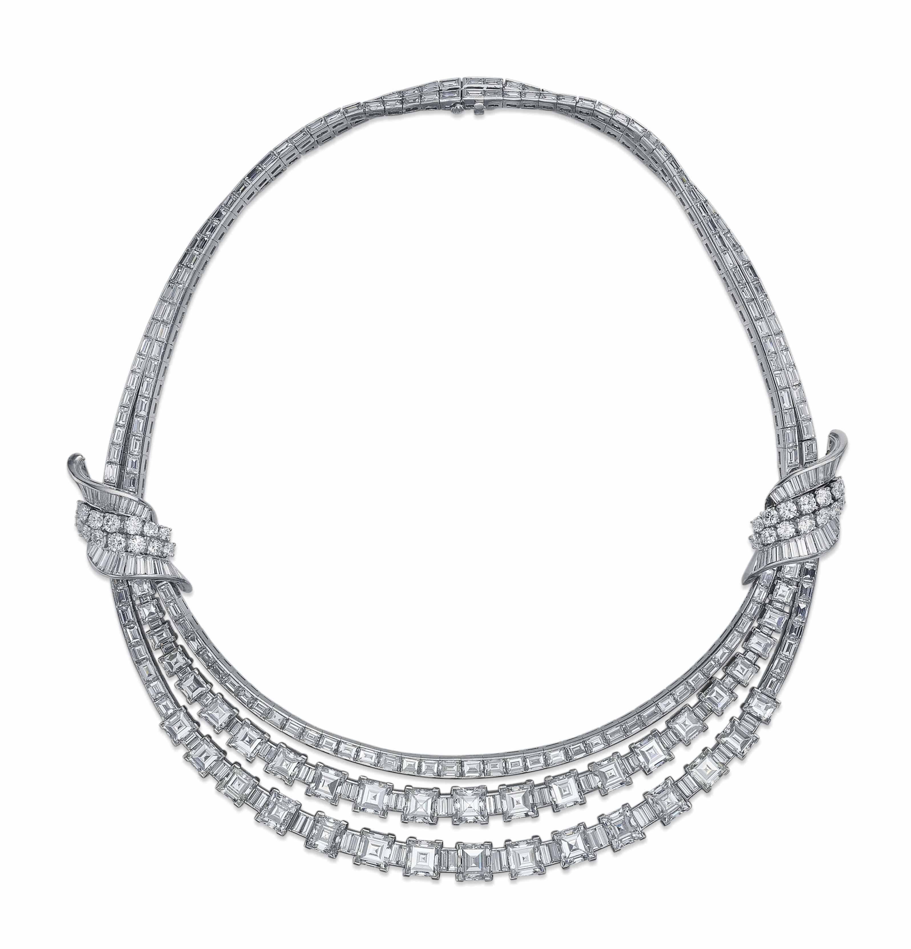 AN IMPRESSIVE DIAMOND NECKLACE