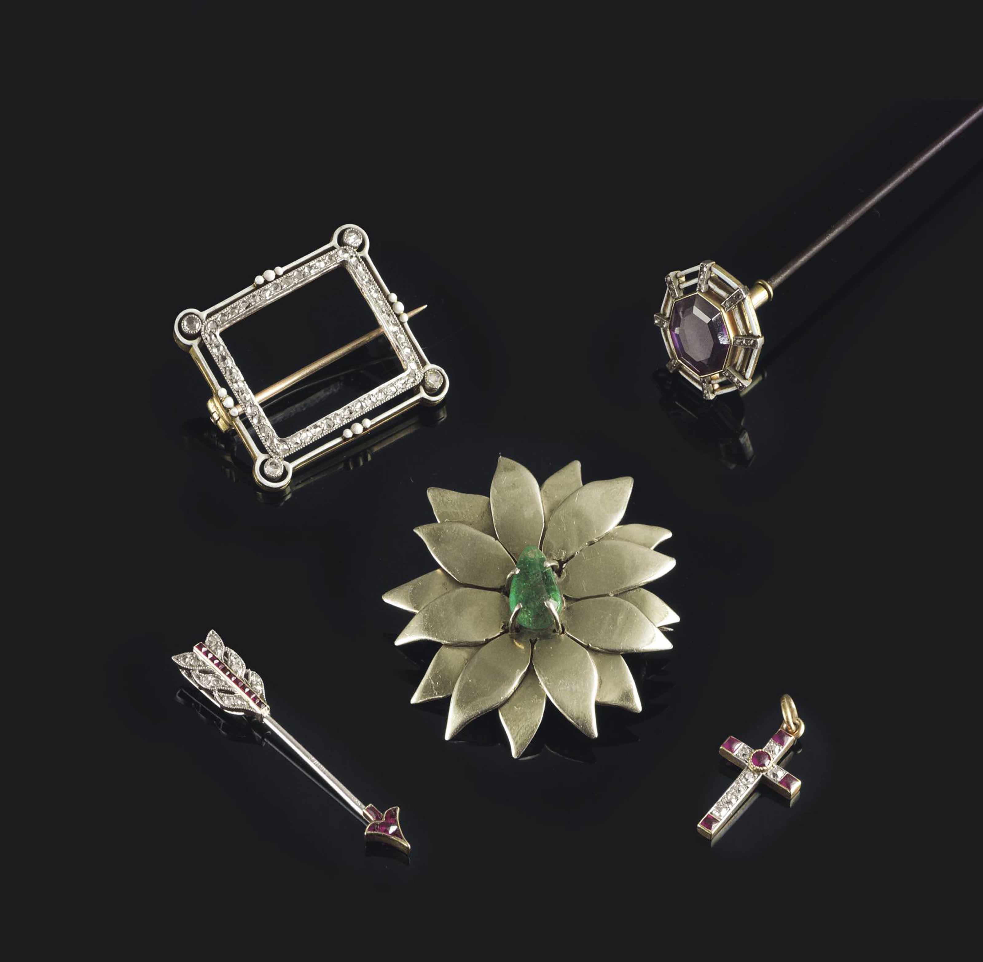 A MISCELLANEOUS GROUP OF JEWEL