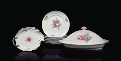 A PART PORCELAIN TABLE SERVICE