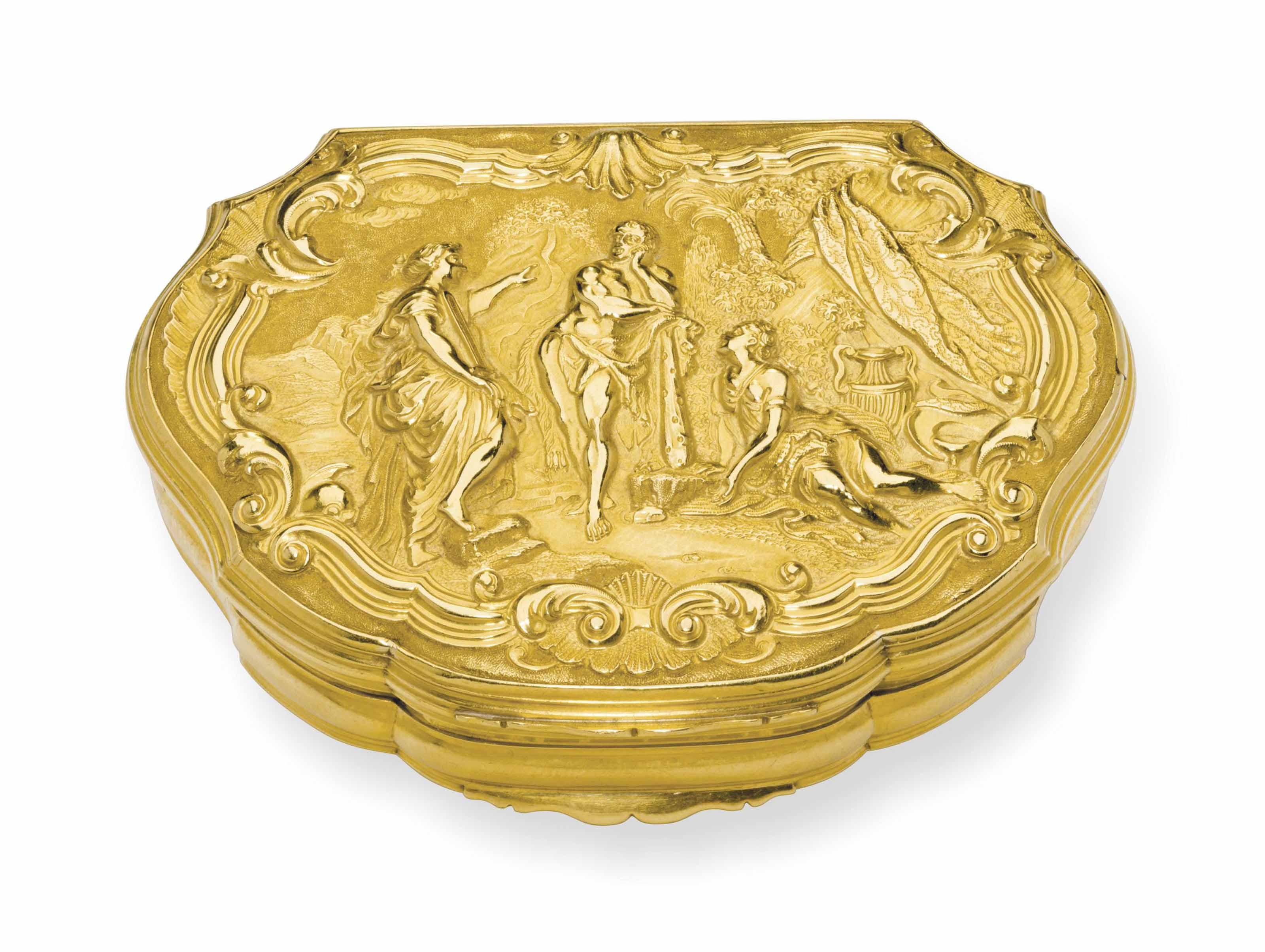 A GEORGE II GOLD SNUFF BOX
