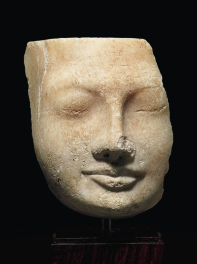 AN EGYPTIAN ALABASTER HEAD
