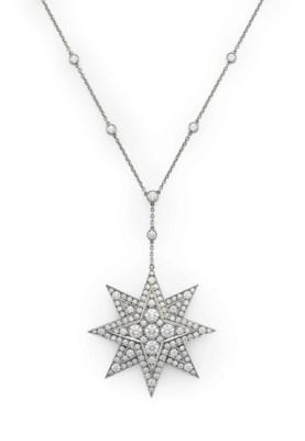 A DIAMOND STAR PENDANT NECKLAC