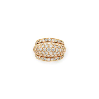 A DIAMOND AND GOLD RING, BY CA