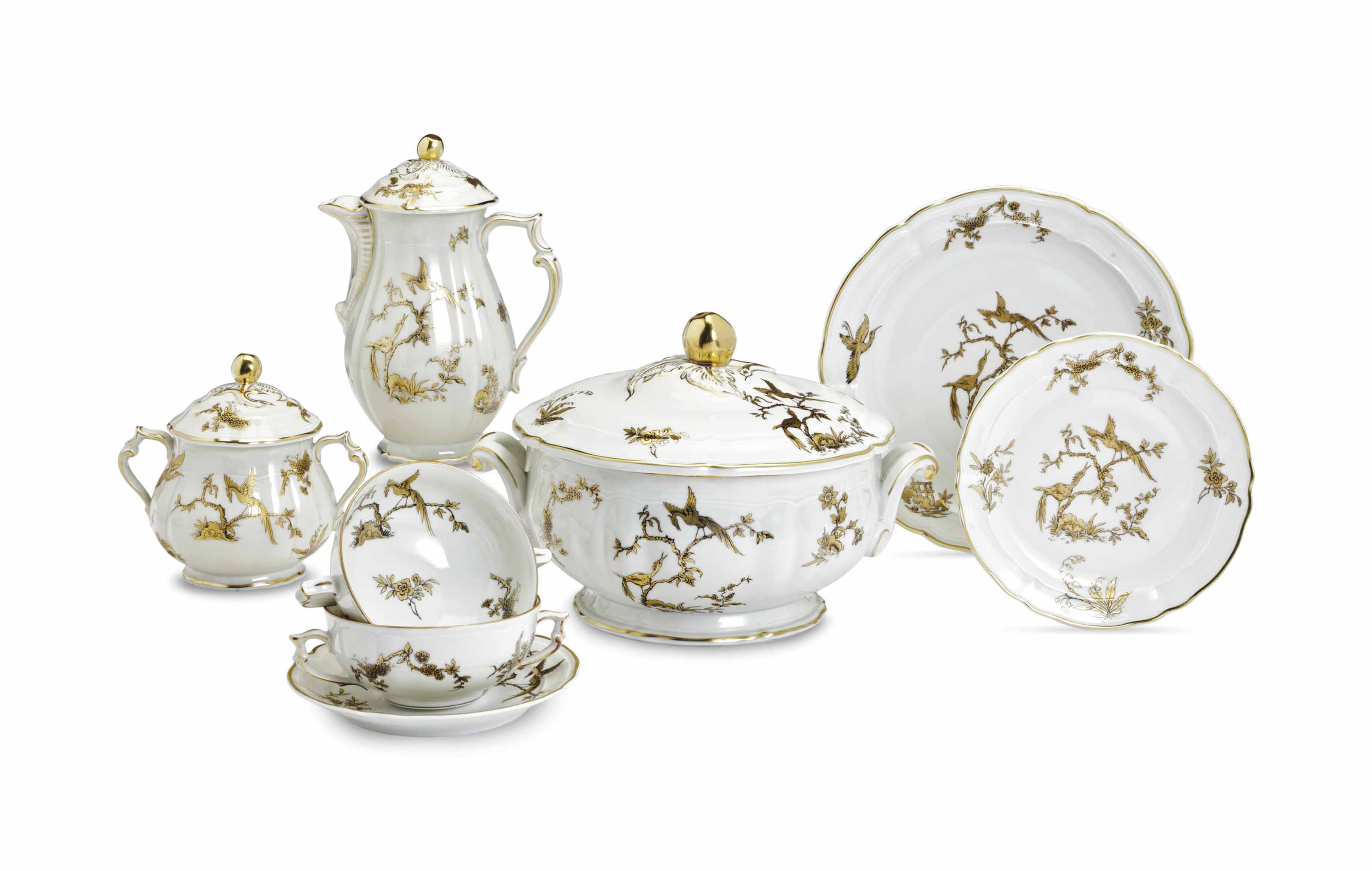 AN ASSEMBLED FRENCH PORCELAIN COMMEMORATIVE PART DINNER AND DESSERT SERVICE,