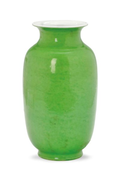 A CHINESE PORCELAIN LIME GREEN