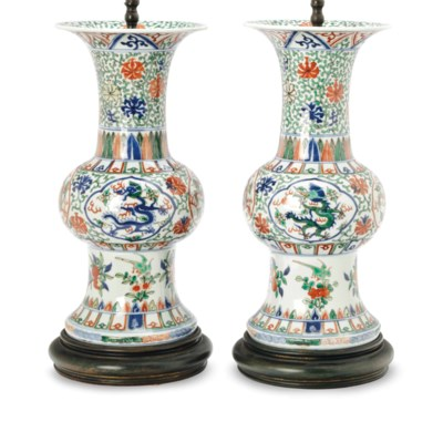 A PAIR OF CHINESE WUCAI DECORA
