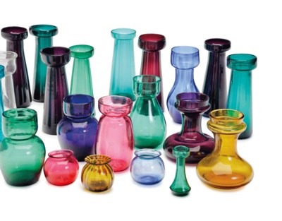 TWENTY-ONE ASSORTED GLASS CROC