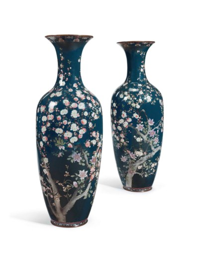 A PAIR OF LARGE JAPANESE CLOIS