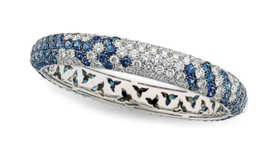 A DIAMOND AND SAPPHIRE BANGLE