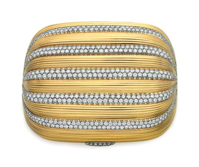 A DIAMOND AND GOLD COMPACT, BY