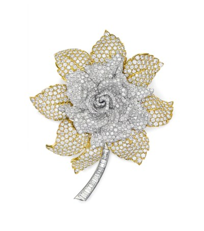 A DIAMOND AND GOLD FLOWER BROO
