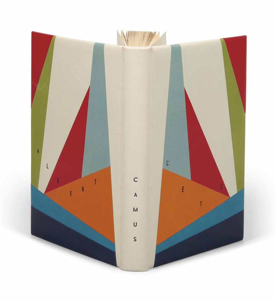Albert CAMUS (1913-1960). L'Été. Paris: NRF, 1954. In-12 (185 x 115 mm). Reliure signée d'Annick Butré et datée 2008, box ivoire, plats ornés d'un décor géométrique de box de diverses couleurs sur lequel se détache le titre et le nom de l'auteur, dos lisse, doublure de box rouge et gardes de daim gris, couverture et dos conservés, chemise et étui assortis.