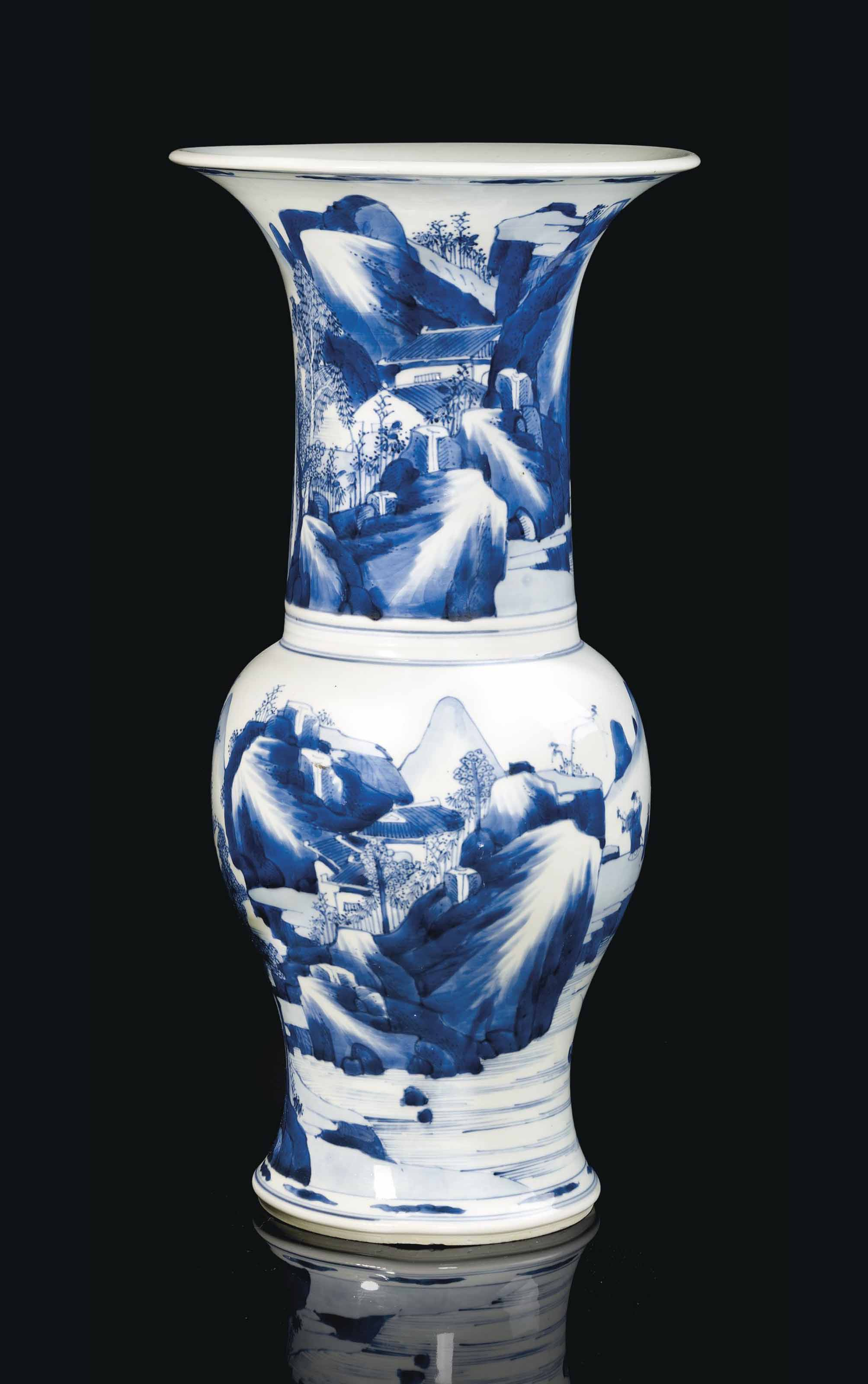 grand vase en porcelaine bleu blanc chine dynastie qing epoque kangxi 1662 1722 christie 39 s. Black Bedroom Furniture Sets. Home Design Ideas