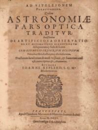 Joannes KEPLER (1571-1630). Astronomiae pars optica. Francfort: Claude Marnius, 1604. In-4 (205 x 160 mm). 2 tableaux dépliants et une planche hors texte et figures dans le texte. Reliure de l'époque, vélin, dos lisse avec titre et nom de l'auteur à l'encre brune.