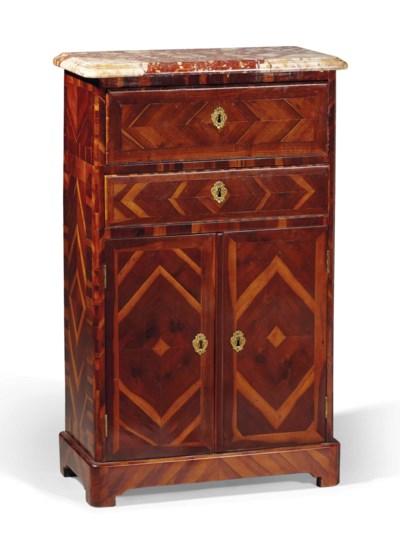 meuble d 39 entre deux de la fin de l 39 epoque regence estampille d 39 adrien faizelot delorme milieu. Black Bedroom Furniture Sets. Home Design Ideas