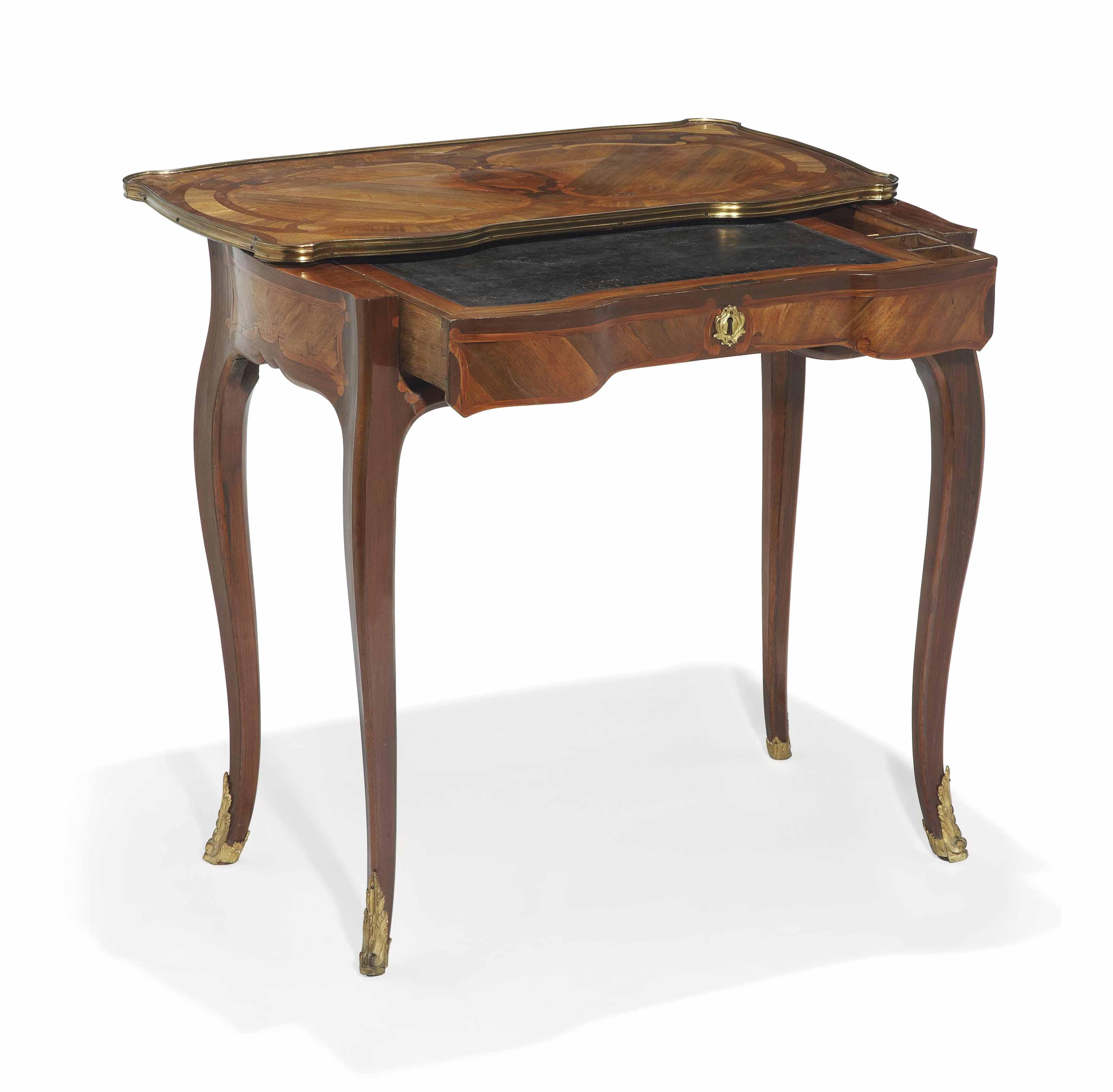 TABLE A COMBINAISONS D'EPOQUE LOUIS XV