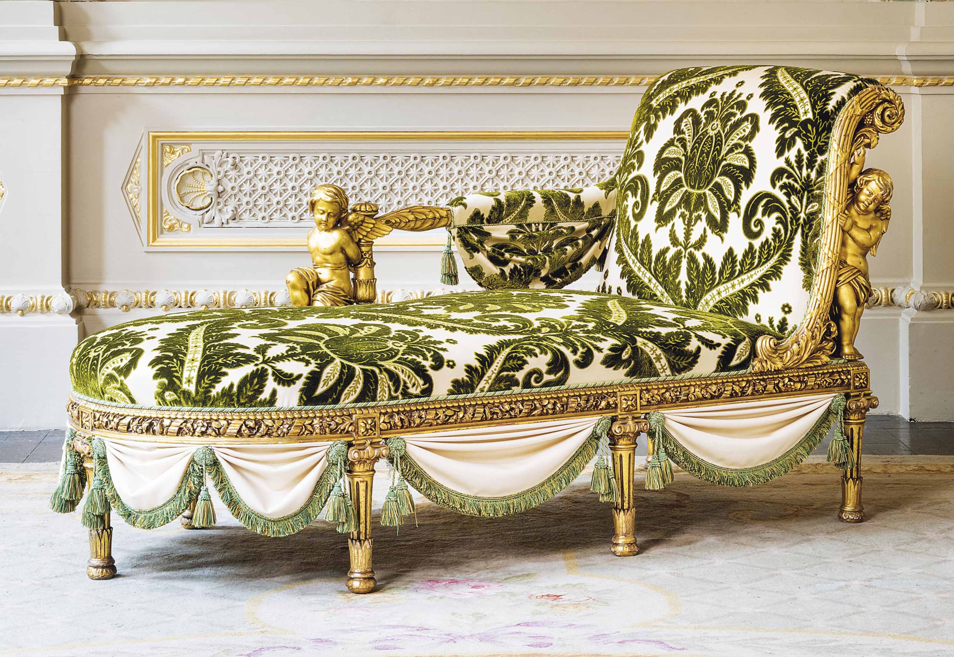 A FRENCH GILTWOOD CHAISE LONGU