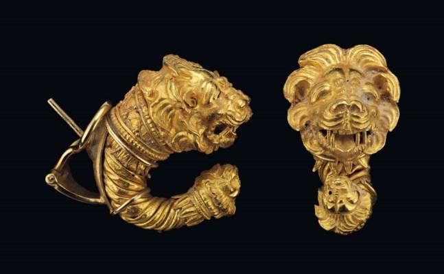 A PAIR OF GREEK GOLD DOUBLE LI