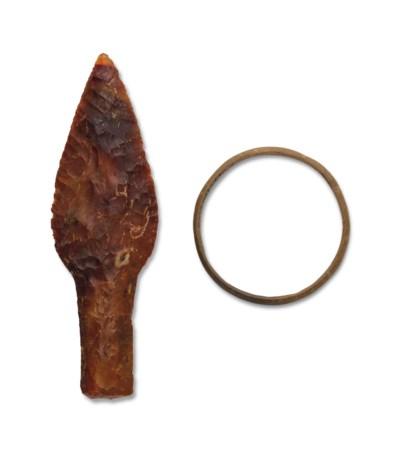 AN EGYPTIAN FLINT ARROWHEAD AN