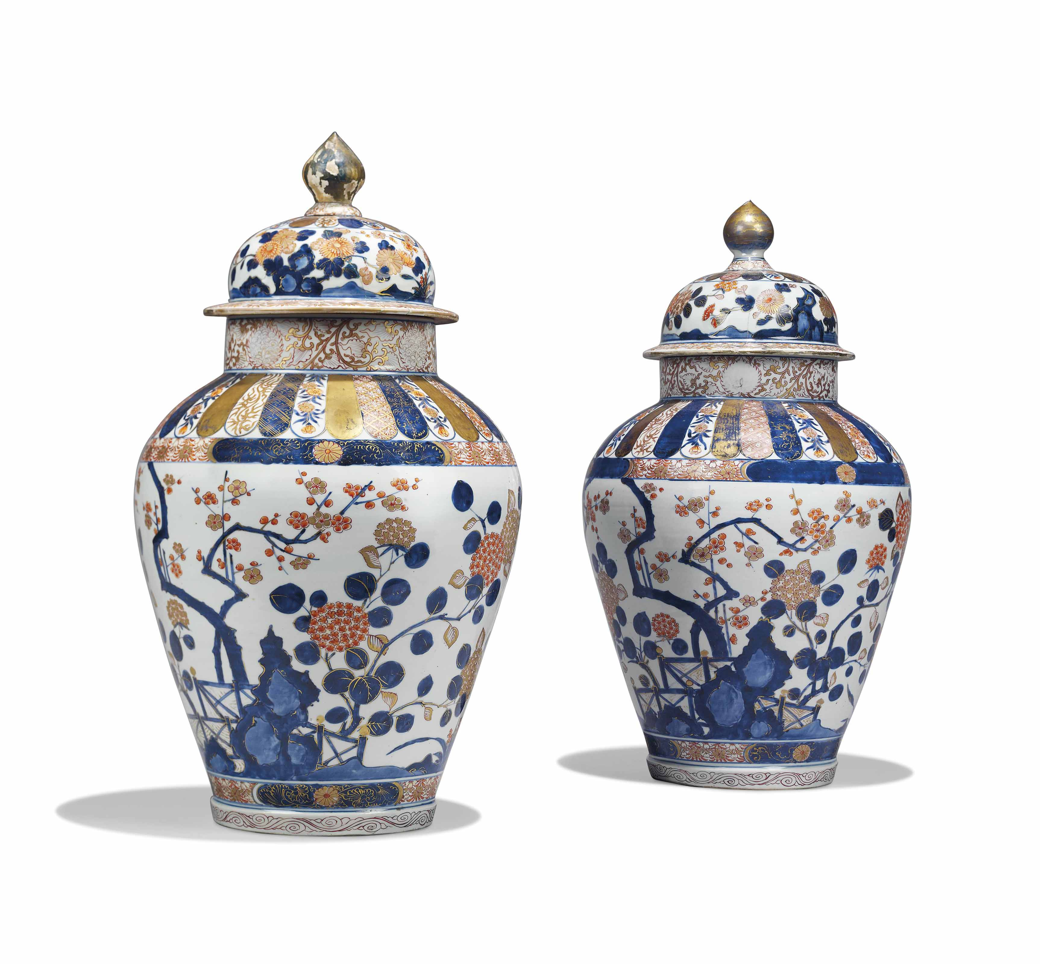 A PAIR OF JAPANESE IMARI LARGE VASES AND COVERS