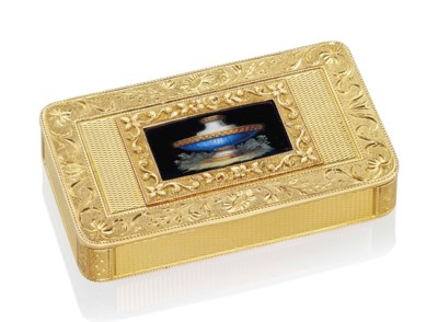 A SWISS GOLD SNUFF-BOX SET WIT