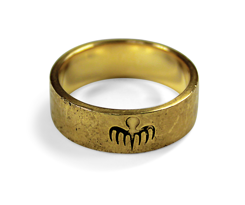 Oberhauser's Spectre gold ring worn by Christoph Waltz
