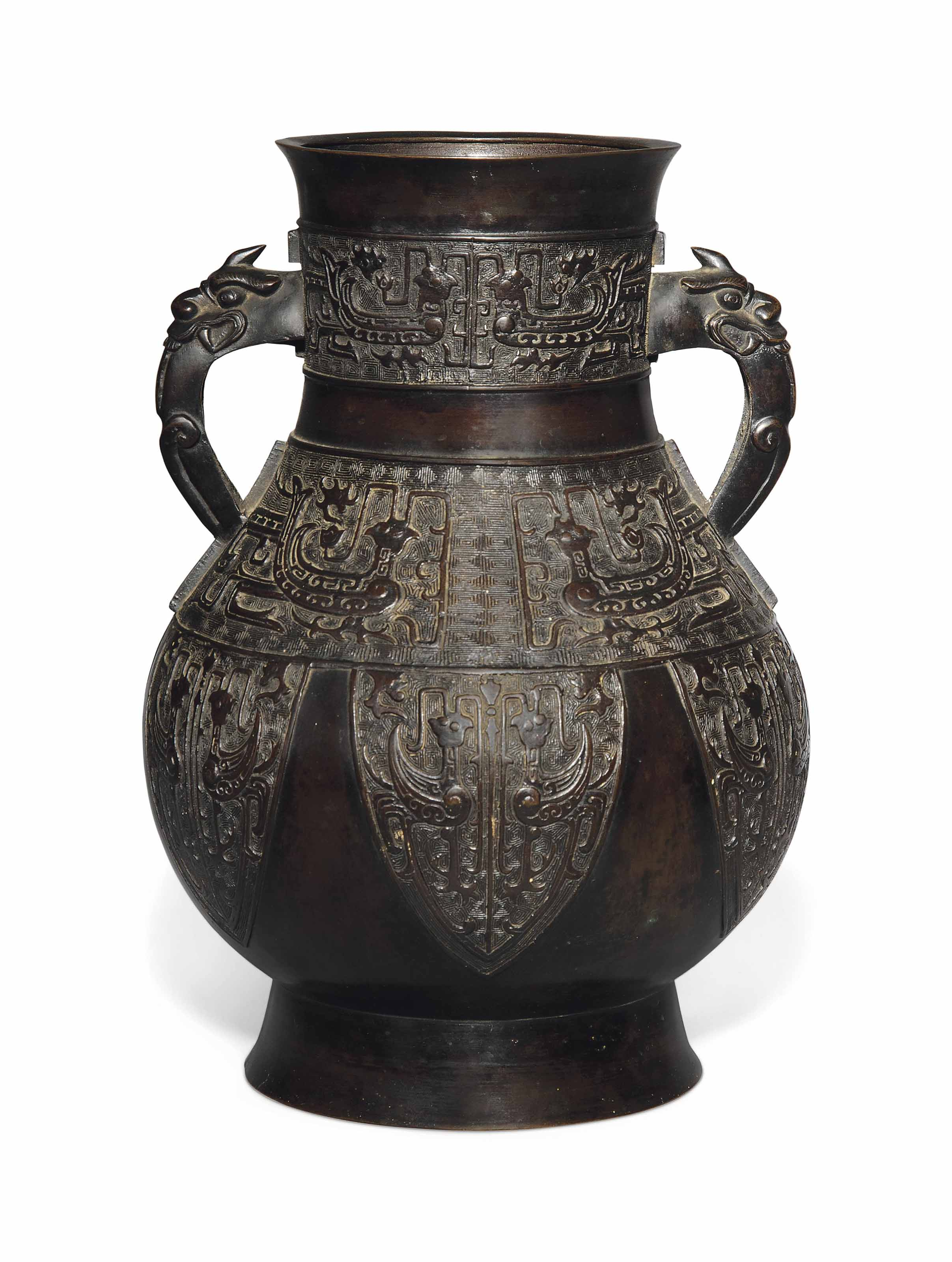 A CHINESE ARCHAISTIC BRONZE VASE, HU
