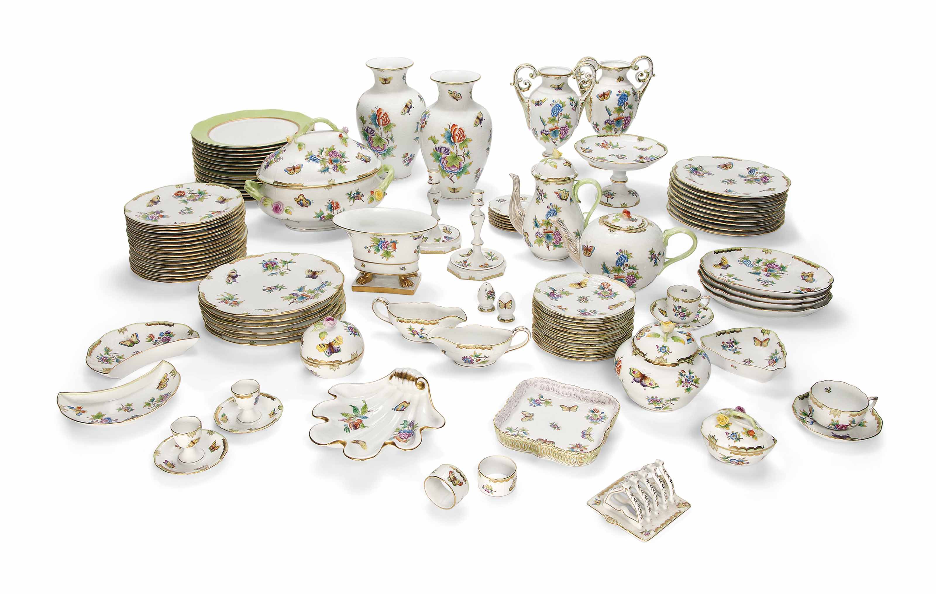 AN EXTENSIVE HEREND 'VICTORIA' PATTERN PART TABLE-SERVICE