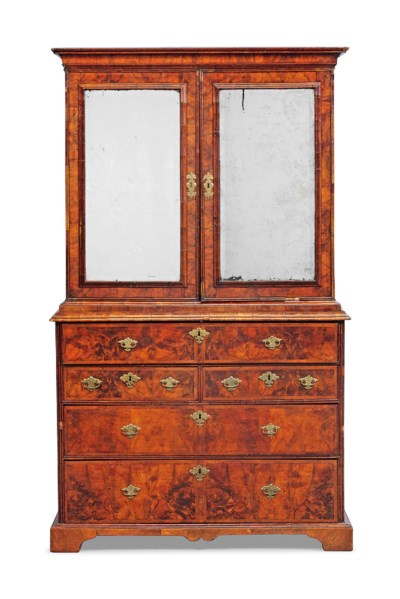 A QUEEN ANNE BURR-WALNUT, WALN