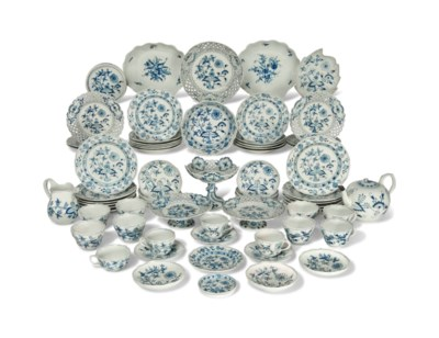 A MEISSEN COMPOSITE BLUE ONION