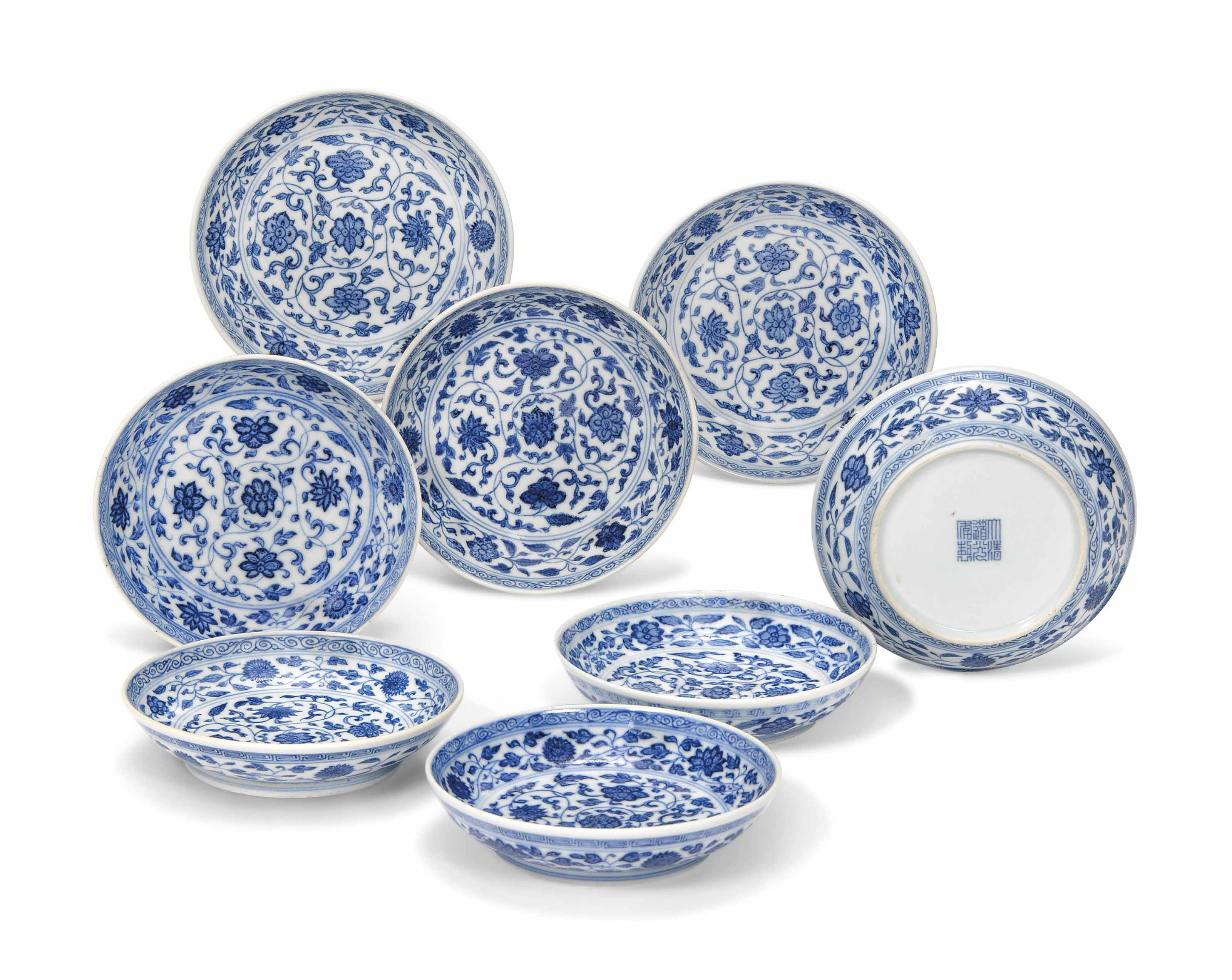 A SET OF EIGHT BLUE AND WHITE