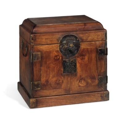 A HUALI SEAL CHEST