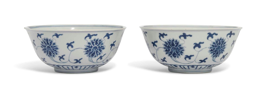 A PAIR OF BLUE AND WHITE 'LOTU