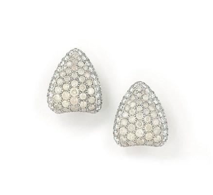 A PAIR OF 'ICY DIAMONDS' EARRI