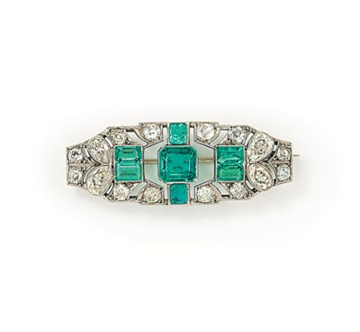 AN EMERALD AND DIAMOND PLAQUE