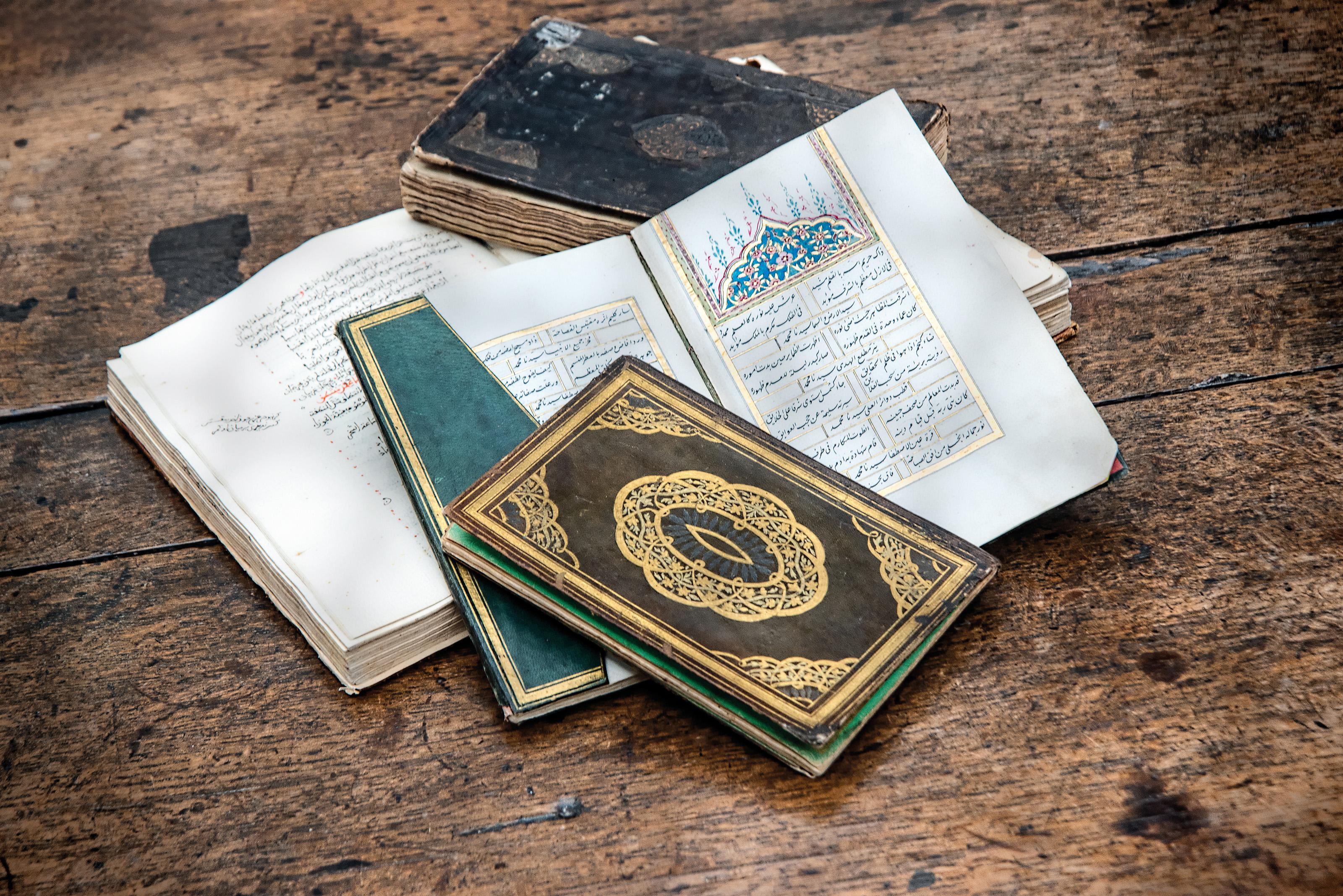 AN EARLY DIWAN OF AL-MUTANABBI
